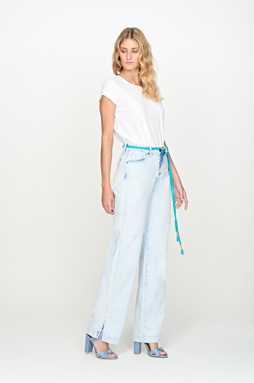 calça pantalona jeans de cintura alta com cinto